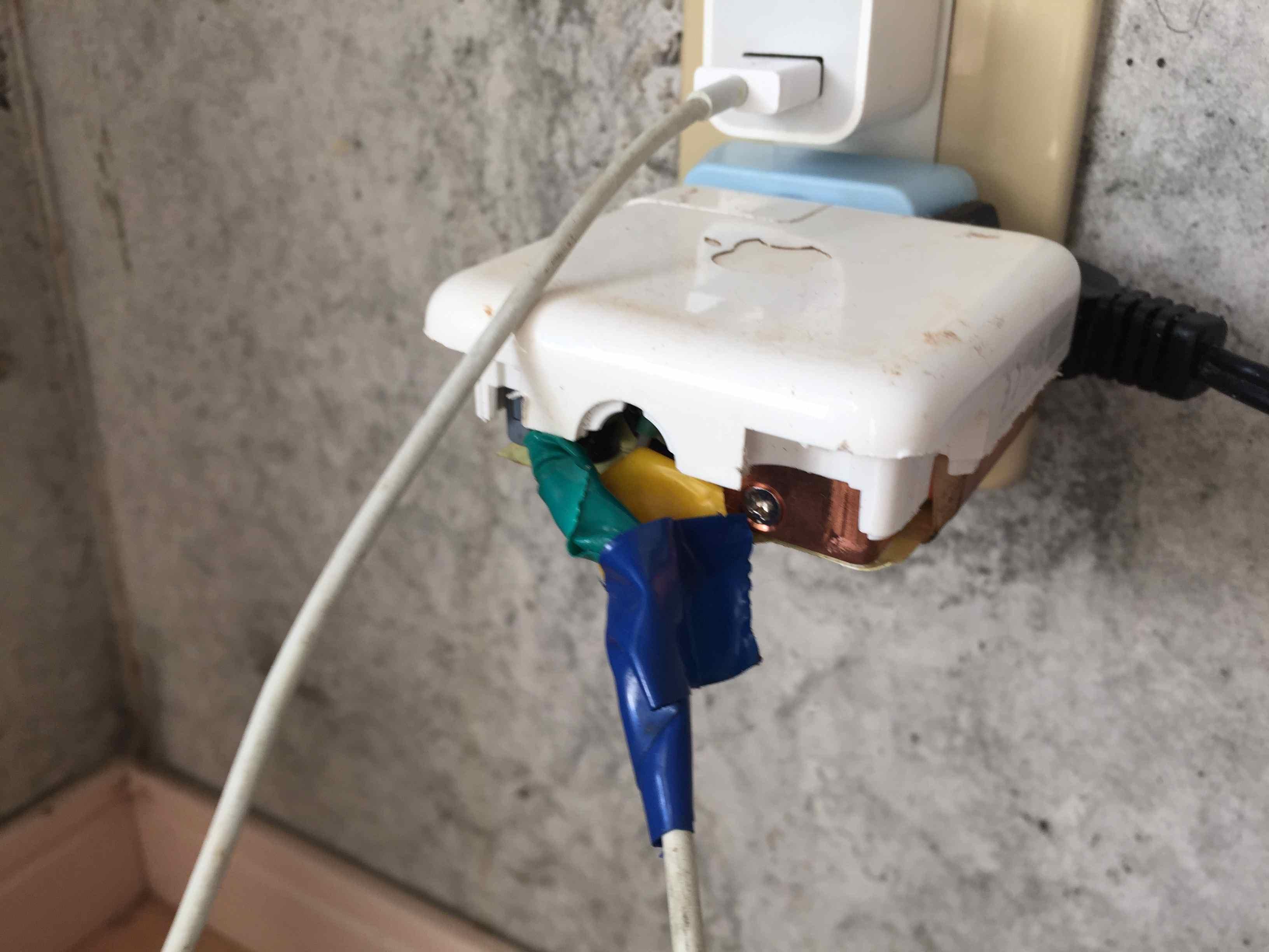 Macbook airの電源アダプタが断線したので修理してみた