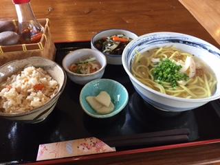 久しぶりに八重山そばを食べた。石垣島でオススメの八重山そばが食べられる店!