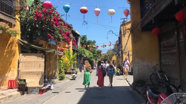 ベトナムの世界遺産の街ホイアンに日帰りトリップ